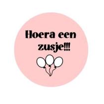 Sticker Hoera een zusje roze